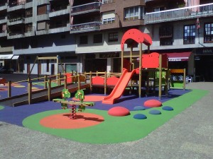 Area de juegos de integración en Olatzko Amaren Plaza de Azpeitia- Noticias - Maderplay